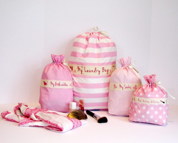 Ici et La Creations her travel set pink